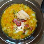 Гороховый суп с курицей и охотничьими колбасками