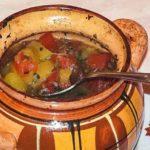 Тыквенный суп с мясом в горшочках