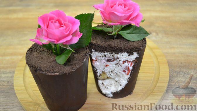 """Десерт """"Цветок в горшке"""" из шоколадного печенья и сырного крема"""