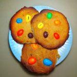 Печенье с ореховой пастой и разноцветным драже M&M's, рецепт с фото и видео