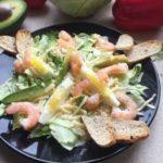 Салат Цезарь с креветками, авокадо и пармезаном, рецепт с фото и видео
