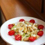 Салат «Цезарь» с курицей, перепелиными яйцами и пармезаном, рецепт с фото