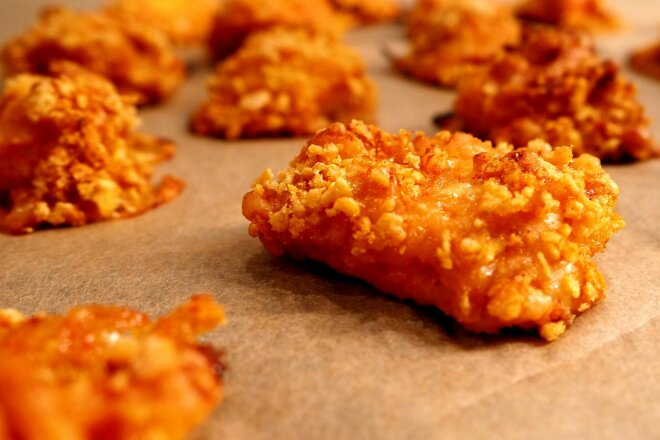 Куриные наггетсы в духовке без масла, яиц и сухарей, рецепт с фото и видео