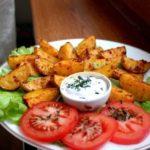 Картофель по-деревенски с чесноком и специями в духовке, рецепт с фото
