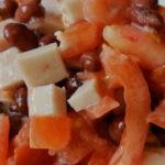 Быстрый салат с фасолью, ветчиной и помидорами, рецепт с фото