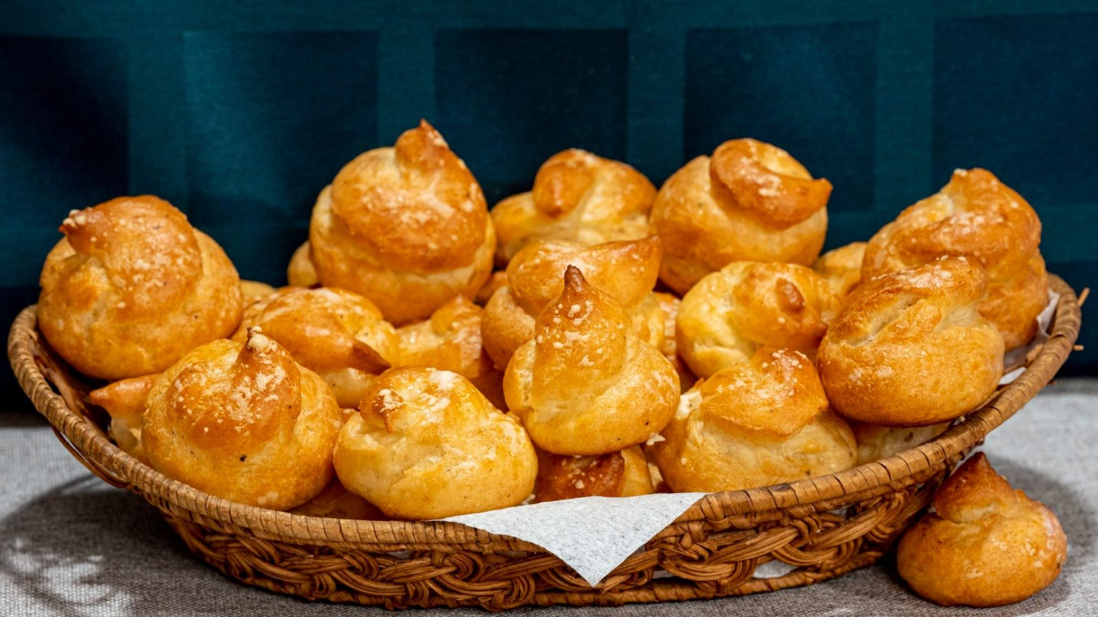 Булочки «Гужеры» из заварного теста с сыром