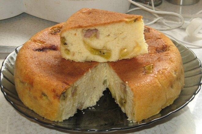 Банановая шарлотка с киви, рецепт с фото