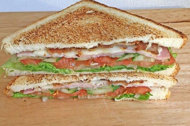 Сэндвичи с ветчиной, сыром и беконом, рецепт с фото и видео
