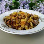 Тушеное мясо с квашеной капустой и шампиньонами Бигос, рецепт с фото и видео