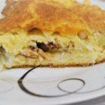 Простой заливной пирог с консервами и картофелем, рецепт с фото