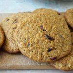 Овсяное печенье на молоке с брусникой, рецепт с фото