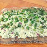 Рыбный салат с рисом, яйцом и зеленым горошком, рецепт с фото и видео