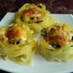 Макаронные гнезда с фаршем и грибами в духовке, рецепт с фото и видео