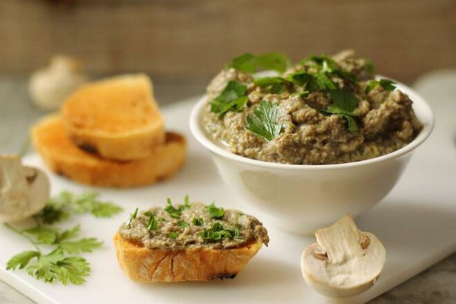 Сливочный паштет из утиной печени с грибами, рецепт с фото
