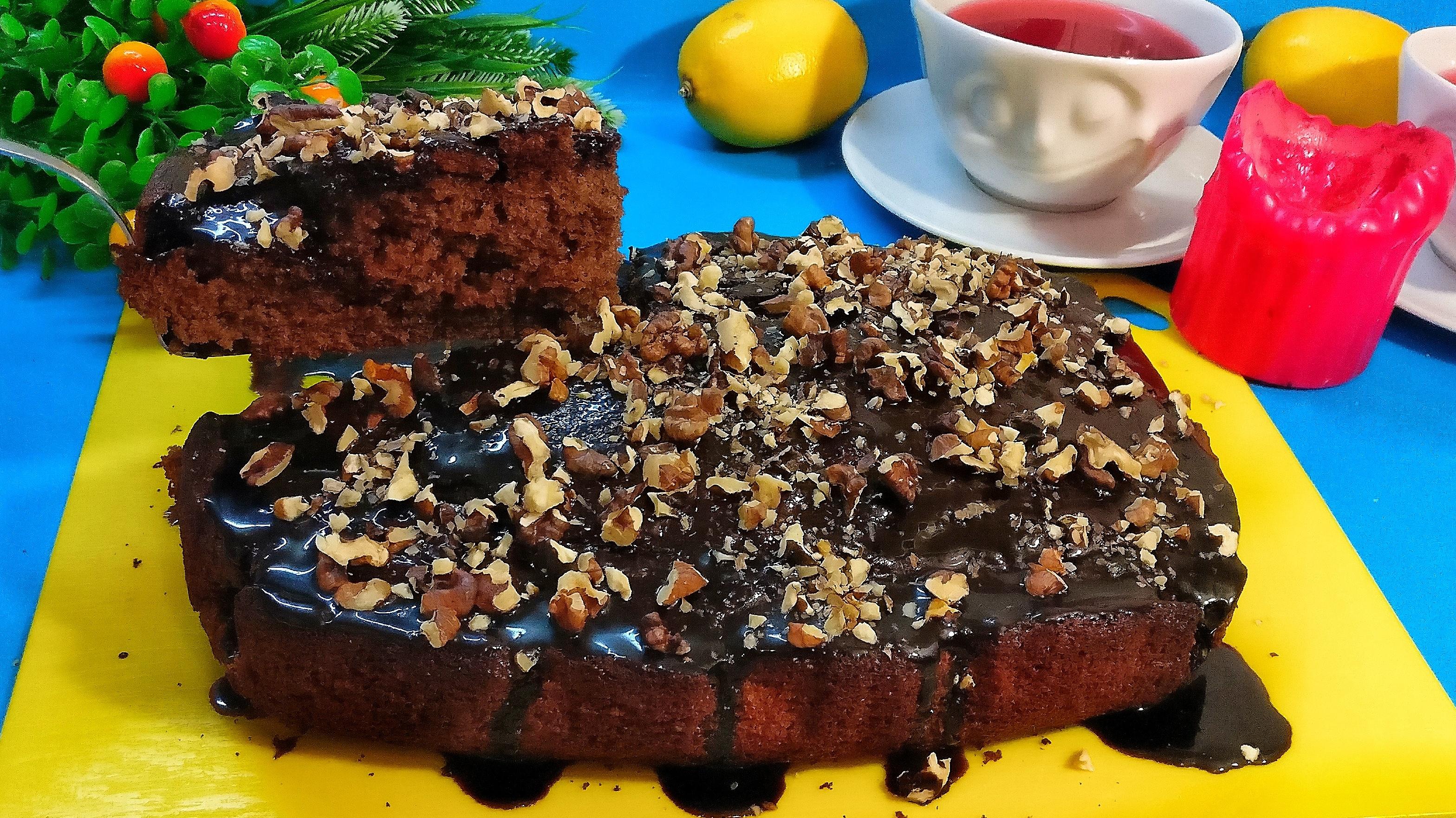 """Шоколадный пирог """"Фаворит"""" с глазурью и орехами"""