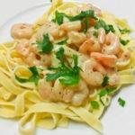 Паста с жареными креветками под сливочным соусом, рецепт с фото и видео