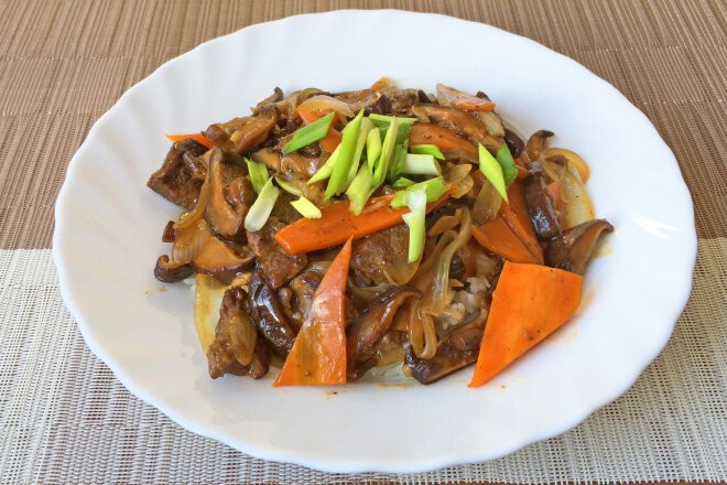Говядина с грибами шиитаке и овощами, рецепт с фото и видео