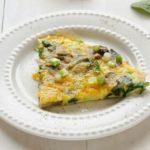 Омлет с шампиньонами и зеленью на завтрак, рецепт с фото