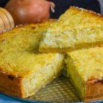 Луковый пирог с яйцами и сыром