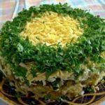 Слоеный салат с шампиньонами, куриным филе и картофелем, рецепт с фото и видео