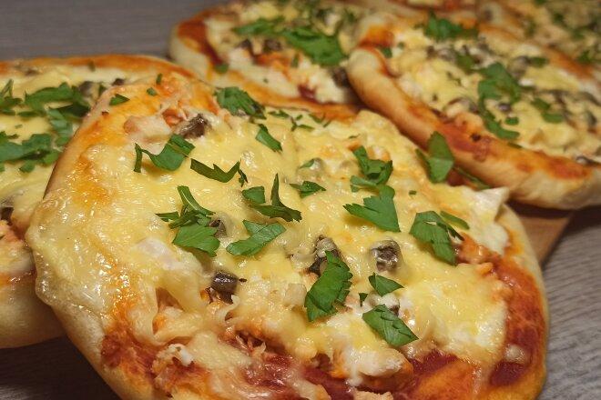 Пицца Школьная с курицей, грибами и сыром, рецепт с фото и видео