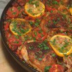 Курица по-испански с охотничьими колбасками, овощами и рисом, рецепт с фото и видео