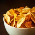 Картофельные чипсы с зеленью без масла, рецепт с фото